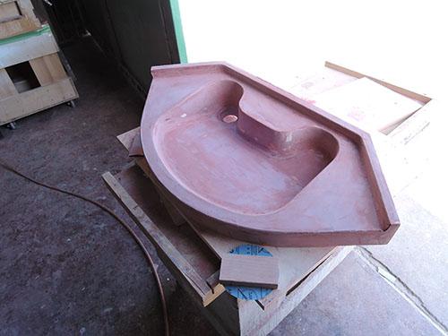 現在開発中の車椅子対応洗面カウンターの木製モックアップ
